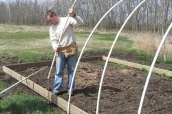 Строительство крепкой и недорогой теплицы из ПВХ труб