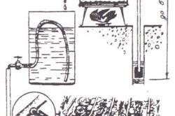 Принцип работы самодельной системы полива грядок из двух бочек