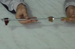 Шпилька с держателем-струбциной для абразивного бруска